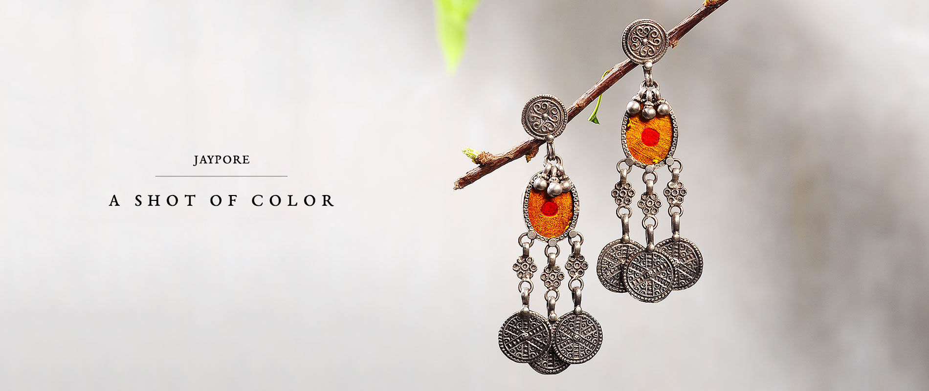 190315CUR070-Yellow Orange Silver Curation_11076