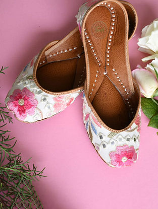 Multicolored Handcrafted Georgette Leather Juttis