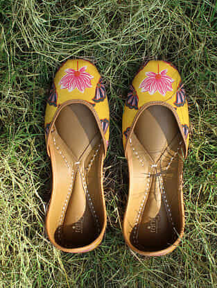 Yellow Handcrafted Cotton Juttis