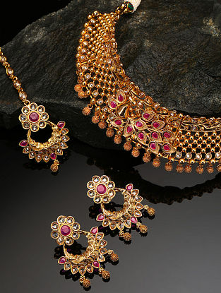 Pink Gold Tone Kundan Necklace And Earrings With Maangtikka