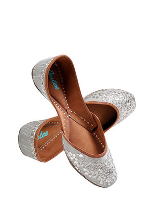 Silver Handcrafted Suede Leather Juttis
