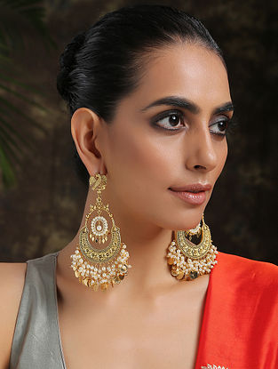 White Gold Plated Kundan Earrings With Pearls