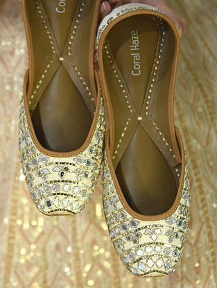 Ivory Handcrafted Genuine Leather Juttis