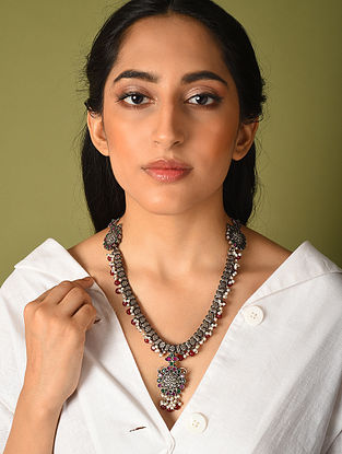 Maroon Green Kempstone Encrusted Temple Silver Necklace with Pearls
