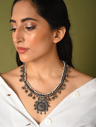 Maroon Kempstone Encrusted Temple Silver Necklace With Pearls