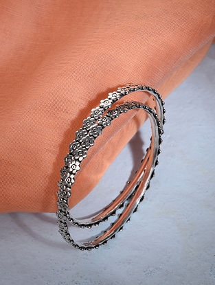 Tribal Silver Bangle Set (Size: 2/5)