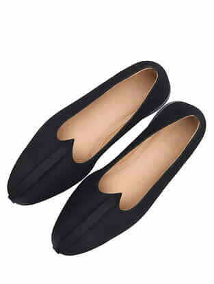 Black Handcrafted Leather Juttis for Men