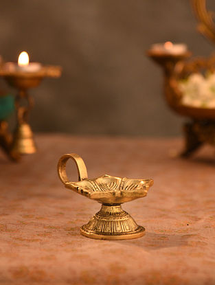 Brass Aarti Diya (L- 3.5in, W-2.2in)