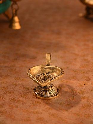 Brass Aarti Diya (L- 4.3in, W-2.1in)