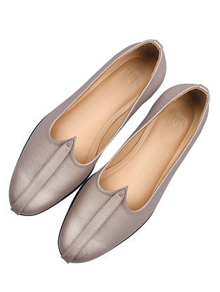 Silver Handcrafted Leather Juttis For Men