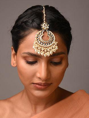 White Gold Tone Kundan Maangtikka With Pearls