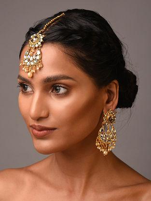 White Gold Tone Kundan Earrings With Maangtikka