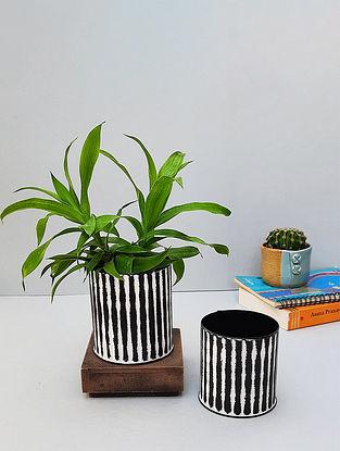Black And White Metal Ribbed Desk Planter Set (Set Of 2)