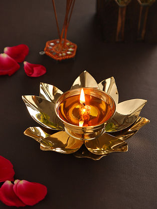 Brass Handcrafted Lotus Lamp (Dia-6in,H-1.75in)