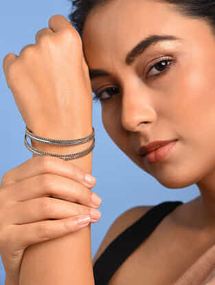 Tribal Silver Bangles (Set of 2) (Size: 2/5)