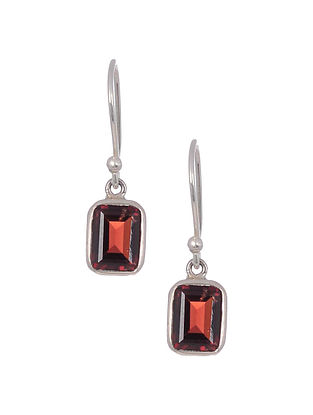 Classic Silver Earrings with Garnet