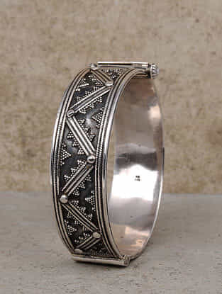 Tribal Silver Bangle (Size: 2/4)