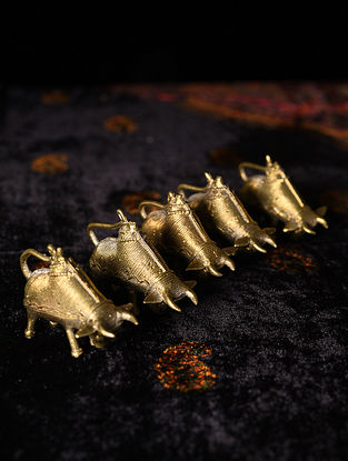 Handmade Brass Cows (Set of 5) (L - 2.2in, W - 0.6in, H - 1.5in)