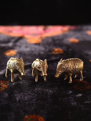 Handmade Brass Pigs (Set of 3) (L - 1.6in, W - 0.5in, H - 1.1in)