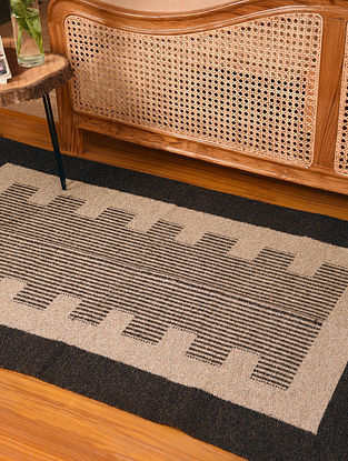 Natural Dyed and Dark Grey Handwoven Jute and Cotton Carpet (L-5.2 ft, W-3.1 ft)