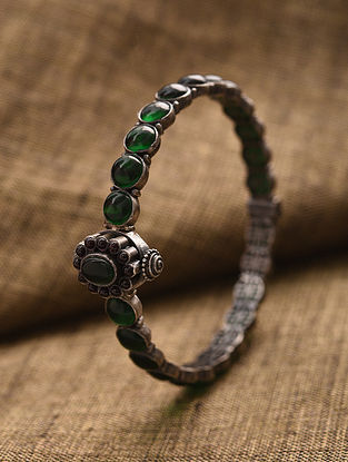 Green Kempstone Encrusted Tribal Silver Bangle (Size: 2/5)