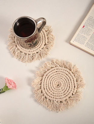 Ivory White Cotton Spiral Fringe Hand-Knotted Coaster (Dia-4.5in) (Set of 2)