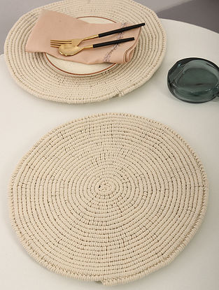 Ivory White Cotton Spiral Hand-Knotted Placemat (Dia-14in) (Set of 2)
