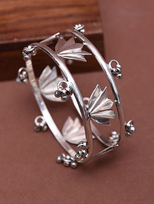 Classic Silver Bangle (Size: 2/2)