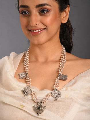 White  Tribal Silver Necklace with Pearls