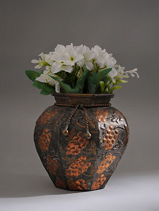 Vintage Handmade Iron Pot (Dia - 6.5in, H - 7in)