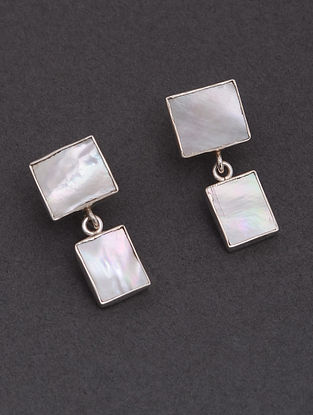Classic Silver Stud Earrings with Mother of pearls