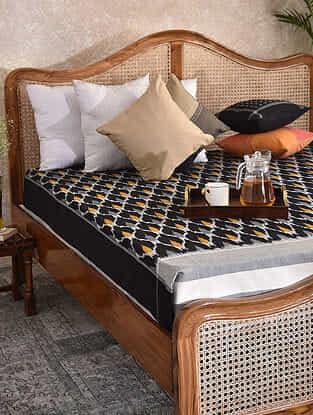 Black and Ochre Handloom Ikat Cotton Double Bedcover (90in x 108in)