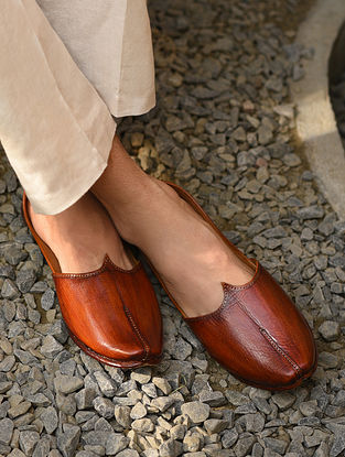 Brown Handcrafted Genuine Leather Juttis For Men