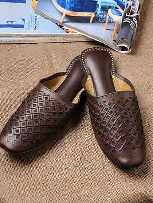 Brown Handcrafted Soft Leather Mojaris For Men