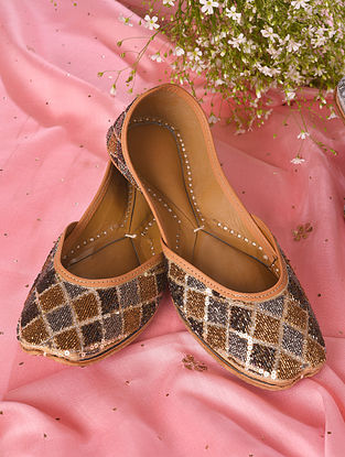 Brown Handcrafted Beaded Leather Juttis