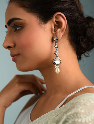 Dual Tone Kundan Earrings With Pearls