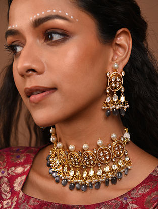 Grey Gold Tone foiled kundan Necklace With Earrings