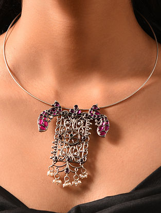 Maroon Kempstone Encrusted Silver Pendant with Pearls