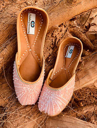 Peach Handcrafted Silk and Leather Juttis