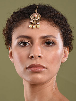 Gold Tone Kundan Inspired Maangtikka With Pearls