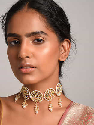 Gold Tone Kundan Inspired Necklace With Pearls