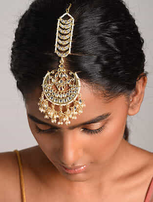 Gold Tone Kundan Inspired Maangtikka With Pearls