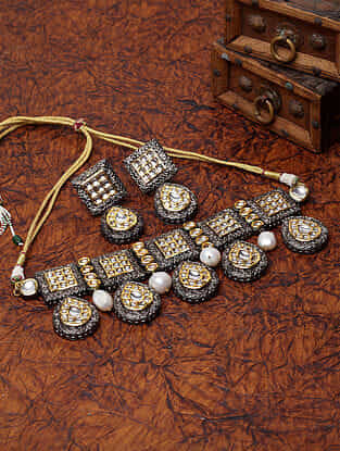 Black White Gold Plated Kundan Necklace and Earrings with Pearls