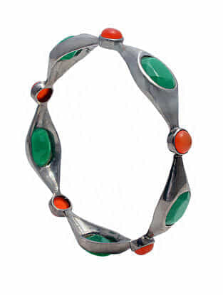 Green and Red Onyx Silver Bangle (Size: 2/5)