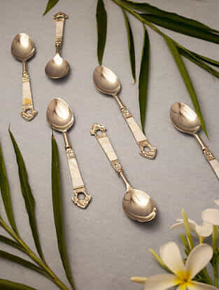 Taj Ivory and Silver Handcrafted Mother of Pearl and Stainless Steel Spoons (Set of 6) (L - 10in)