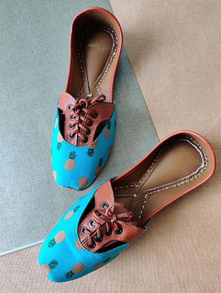 Blue Printed Faux Leather Juttis