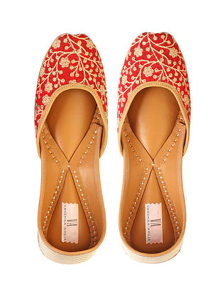 Red Handcrafted Genuine Leather Juttis