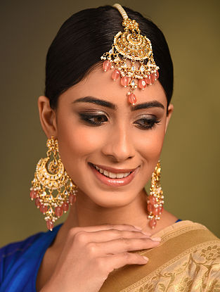 Peach Gold Tonne Kundan Earrings With Maangtikka