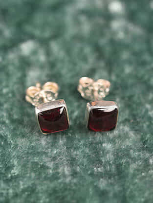 Silver Square Earrings With Garnet