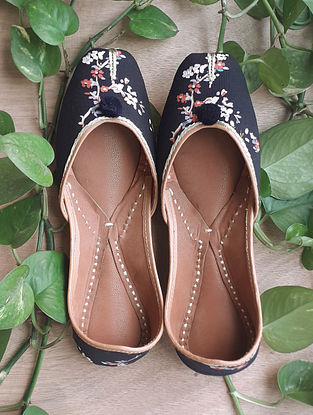 Black Handcrafted Cotton Leather Juttis